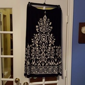 Dresses & Skirts - Beautifully graphic skirt in bold pattern